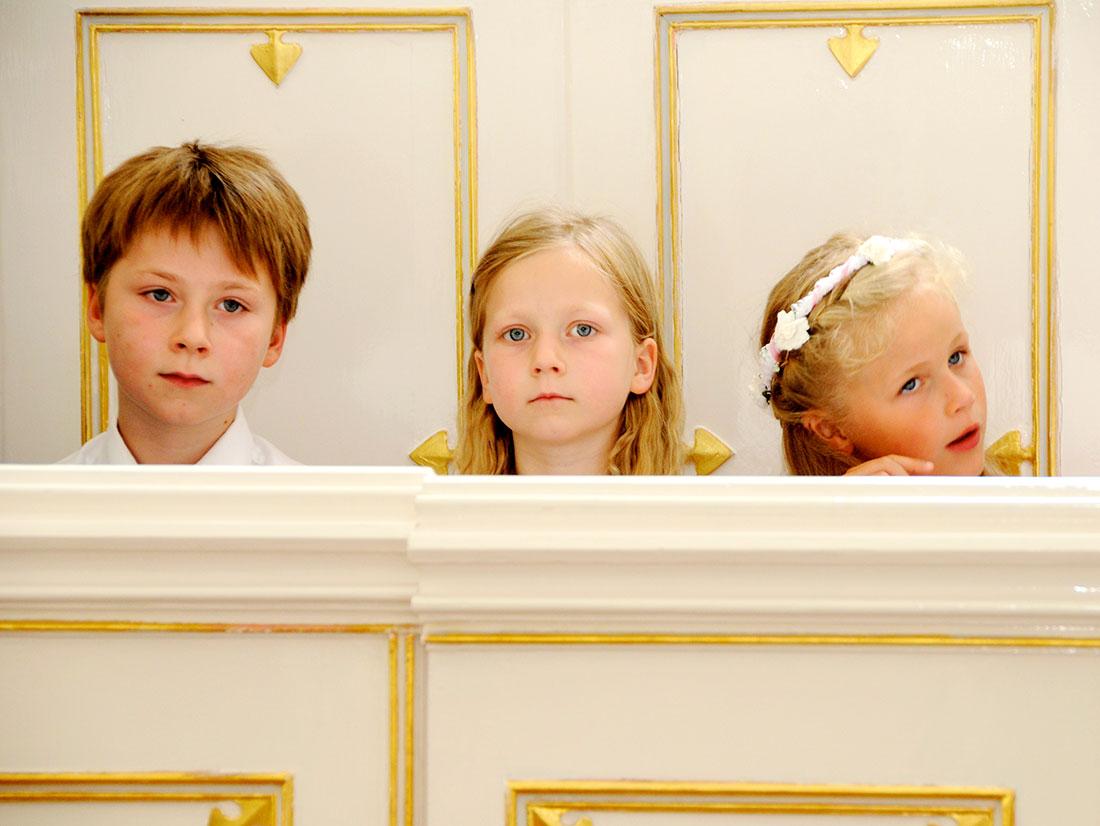 Hochzeitsfotografie Kinder Kirchenbank